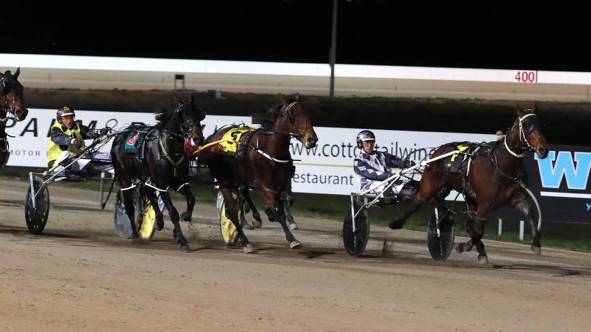 SHORTEST WAY HOME: Jared Kahlefeldt comes down the sprint lane to win the Regional Championships B consolation at Riverina Paceway on Friday. Picture: Les Smith